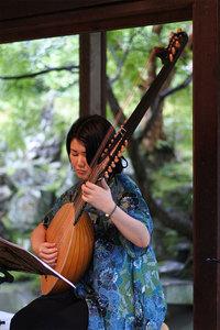 リュート奏者の小出智子さん